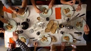 A table ! / Philippe Baron, réal. et scénario | Baron, Philippe. Metteur en scène ou réalisateur. Scénariste